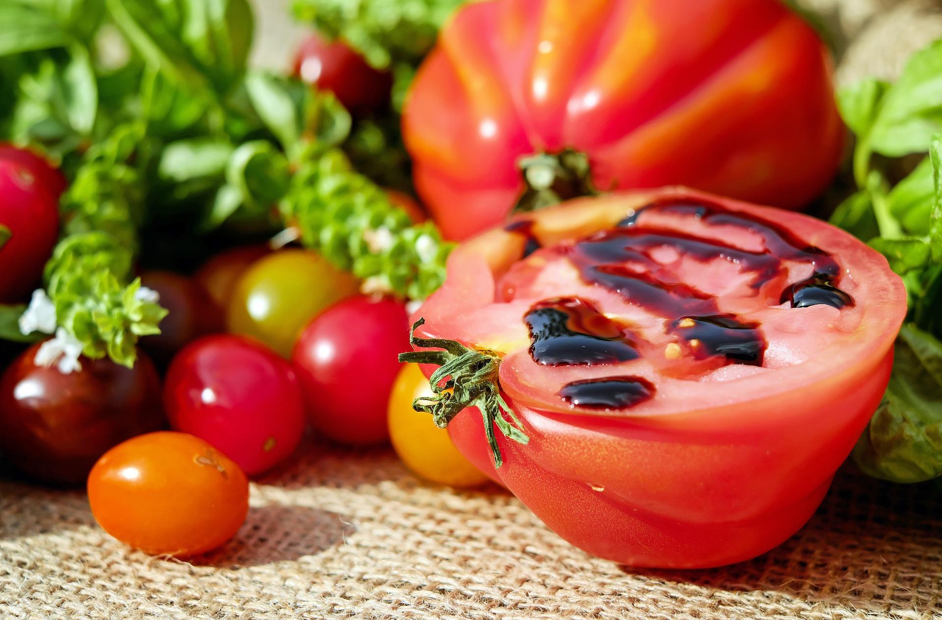 Tomatoes 1587130_1920